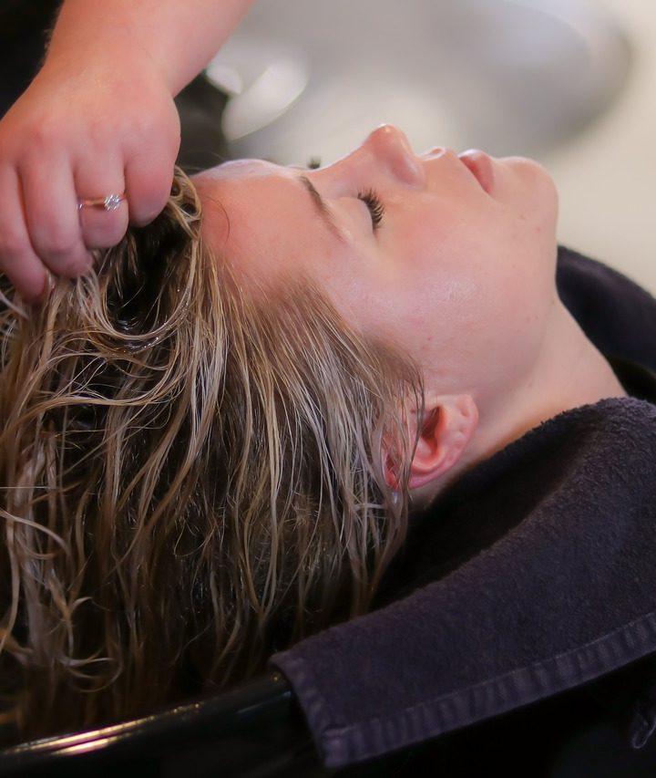 Ha hullik a hajad, a fokhagymás sampon segíthet! Így használd!