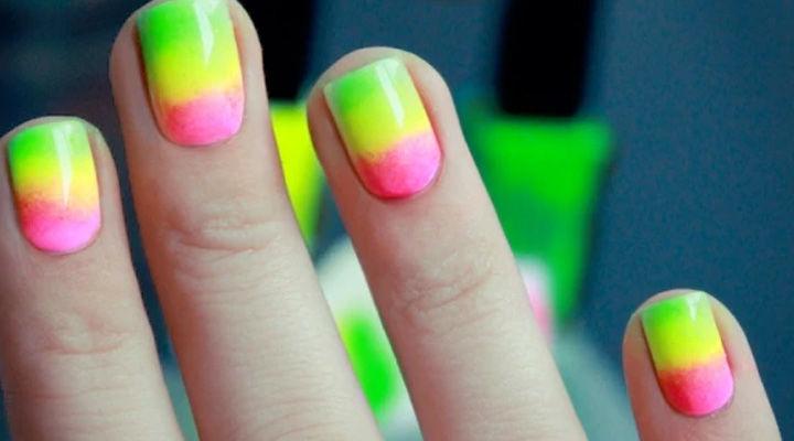 Neon színű műköröm